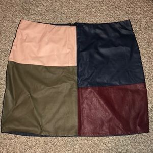 Geometrical faux leather pencil skirt
